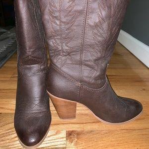 Miranda Lambert cowboy boots